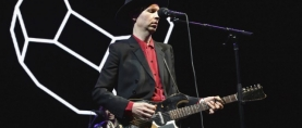 "Beck hace cover de Arcade Fire en el Coachella con ""Rebellion (Lies)"""